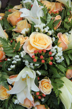 White tiger lillies and yellow pink roses in a bridal bouquet Standard-Bild