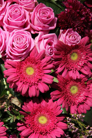 Big pink gerberas and roses in a bridal arrangement Standard-Bild