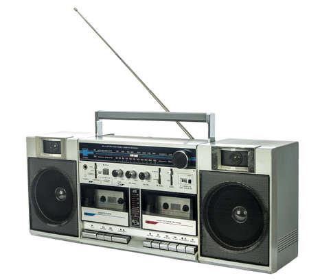 grabadora: ghetto blaster retro aislado en blanco