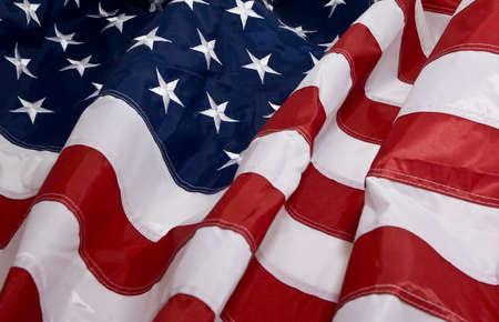 banderas americanas: Bandera americana ondeando en el viento