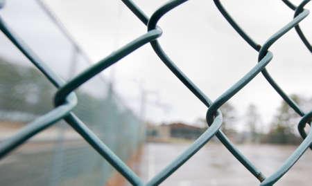 baseball dugout: Antecedentes de una Dugout Baseball a trav�s de una valla de tela met�lica