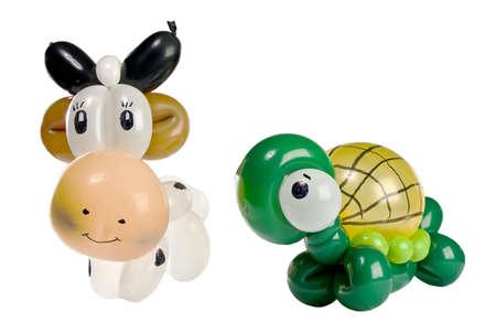 Balloon Animal Schildkröte und Kuh isoliert auf weiß