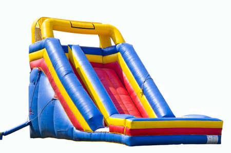 Bounce House für Kinder mit Rutsche isoliert auf weiß