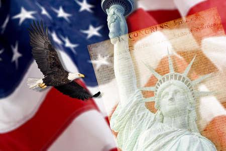 Amerikanische Flagge, Fliegen-Weißkopfseeadler, Statue der Freiheit und Verfassung montage Lizenzfreie Bilder