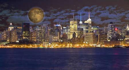 New York City Manhattan di notte Archivio Fotografico - 15018931