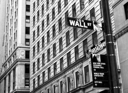 york: Sign on Wall street in New York City