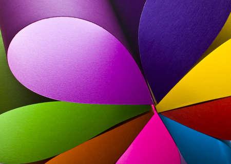 Gekleurd papier achtergrond gestapeld in partjes Stockfoto