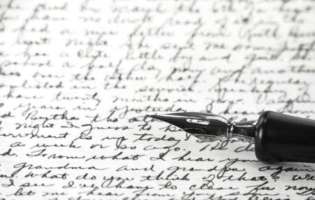 a vintage pen on a handwritten paper Standard-Bild