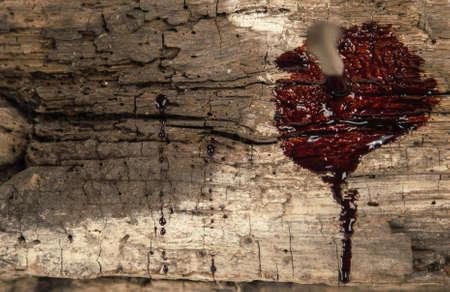 crucified: clavo oxidado en madera con gotas de sangre