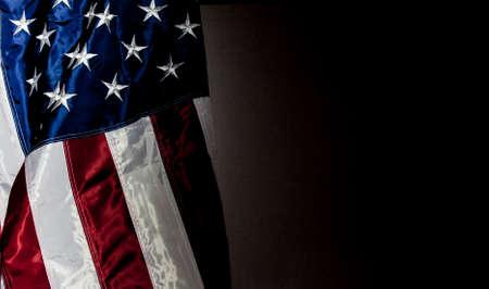 Amerikaanse Vlag met zwarte achtergrond voor kopie ruimte