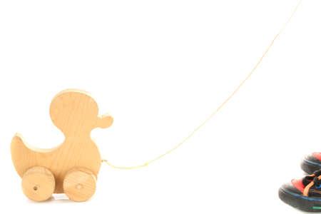 pull toy: pato de juguete de madera sobre fondo blanco Foto de archivo