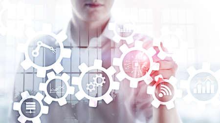 Automatisierungstechnik und intelligentes Industriekonzept auf unscharfem abstraktem Hintergrund. Zahnräder und Symbole. Standard-Bild