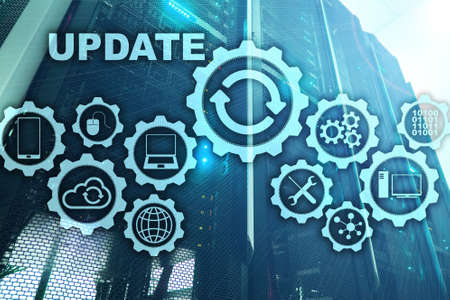 Actualice la computadora del software en el fondo del centro de datos de la sala del servidor de la pantalla virtual. Concepto de actualización de tecnología.
