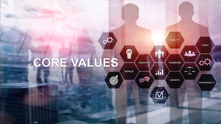 Concetto di valori fondamentali sullo schermo virtuale. Soluzioni commerciali e finanziarie
