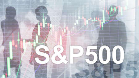 People silhouettes on American stock market index S P 500 - SPX. Foto de archivo - 152310739
