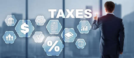 Tax payment. Businessman using virtual touchscreen presses tax button Banque d'images