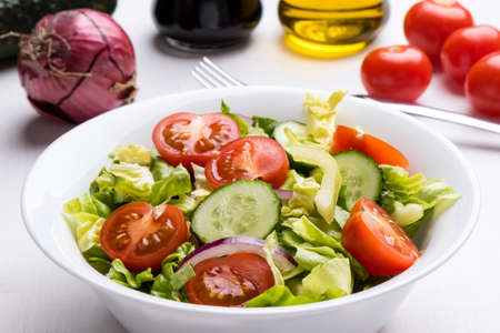 vegetable salad: delicious organic vegetable salad in white bowl