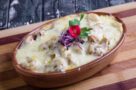 tasty delicious baked tortellini pasta in rustic bowl Stok Fotoğraf