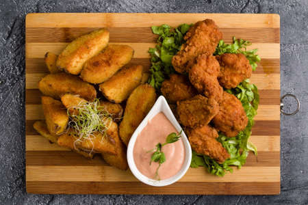 deep fried crispy chicken with fries and dipping sauce Banco de Imagens