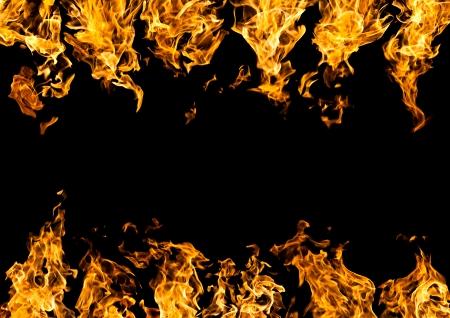 黒の背景に火炎