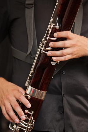 fagot: Fagot w zbliżenie rąk muzyków Zdjęcie Seryjne