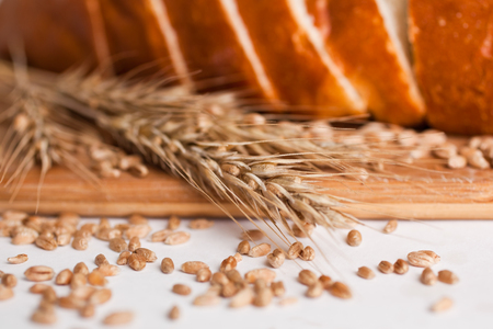 Fragment of sliced ??loaf of bread on a cutting board closeup Reklamní fotografie