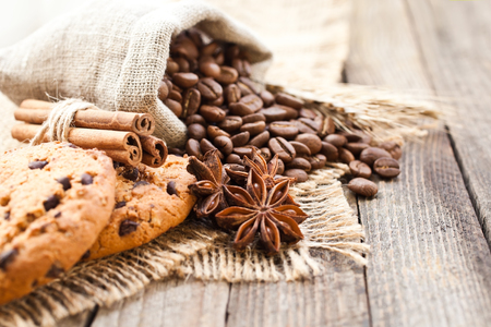 Coffee beans with biscuits and spices on canvas fabric closeup Stok Fotoğraf