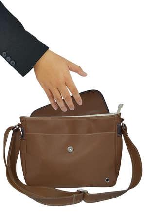 la mano que alcanza en una bolsa marrón Foto de archivo