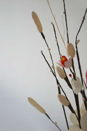 spuria: fiori finti da materiali naturali