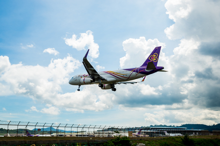Phuket, Thailand - November 21, 2017: Thai Airways airbus A320 is landing at Phuket Airport, photograph from checkpoint of Thailand Éditoriale