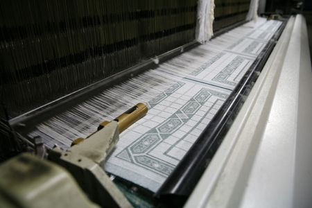Baumwollgewebe Fabrik in Polen (Gluszyca) beweglichen Teile sind verschwommen  Standard-Bild - 745654
