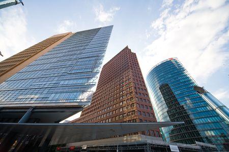 Modernen Gebäude am Potsdamer Platz in Berlin - Foto von ultraweiter Objektiv Standard-Bild - 3235036