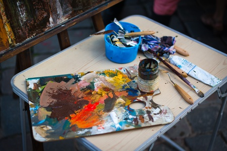 palette knife: Picture of palette with paintbrush and palette-knife