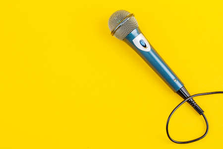 Acoustic microphone on a yellow background. The view from the top. Zdjęcie Seryjne