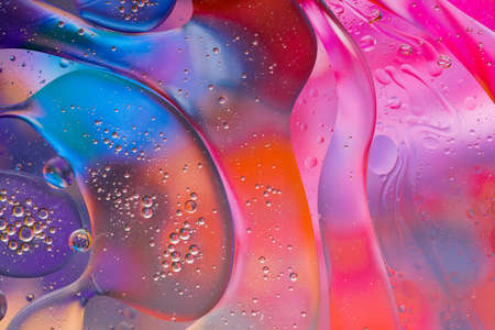 Close-up of the movement of oil droplets on the water surface. Colorful abstract macro background of oil drops on the water surface Archivio Fotografico