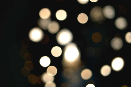 Light blur and defocus bokeh circles lanterns on black sky background Standard-Bild