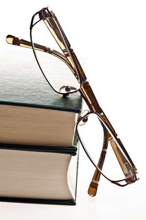 copertine libri: Occhiali da vista e isolati libri verdi Archivio Fotografico