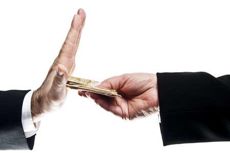 delito: Hombre de negocios que se niega el dinero ofrecido por la mujer de negocios