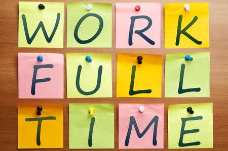 completo: Anuncio de tiempo completo de trabajo realizado por publicarlo