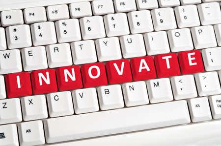 innoveren: Innovate word on white keyboard Stockfoto
