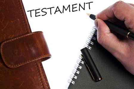 testament schreiben: Testament zu schreiben, indem männliche Hand