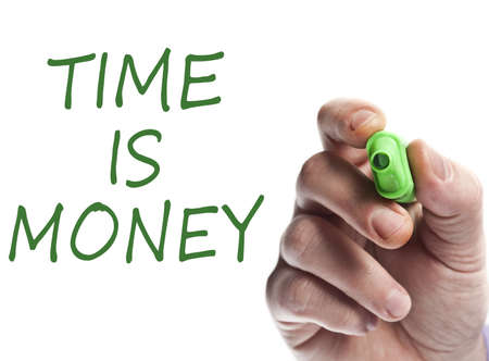 money time: Main �criture avec marqueur vert Time is money