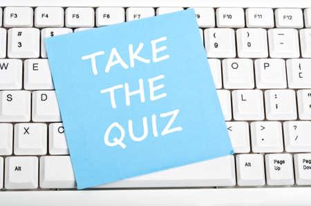 kwis: Neem de quiz bericht op toetsenbord Stockfoto