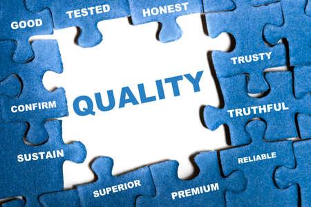 control de calidad: Piezas de un rompecabezas calidad azul montados