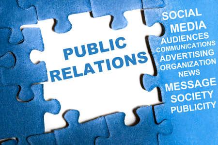 relations publiques: Relations publiques bleu les pi�ces du puzzle assembl�s Banque d'images