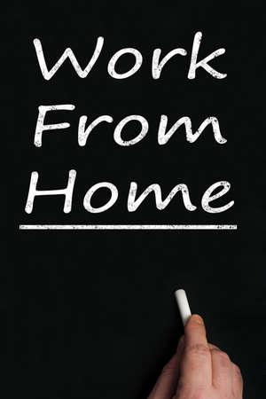 obreros trabajando: Trabajar desde casa escritura a bordo negro