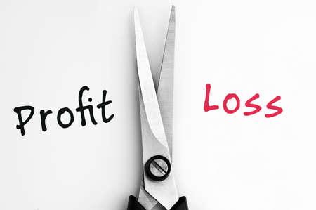 perdidas y ganancias: P�rdidas y Ganancias palabras con las tijeras en el centro