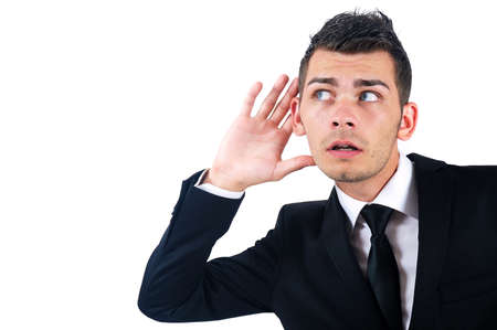 personas escuchando: El hombre de negocios aislado joven que escucha