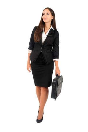mujer cuerpo completo: Mujer aislada negocio joven que camina