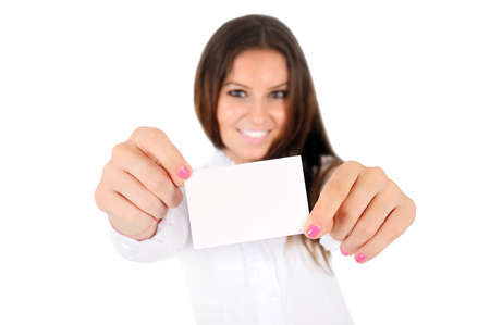 hand business card: Isolata giovane donna di affari che presenta scheda Archivio Fotografico